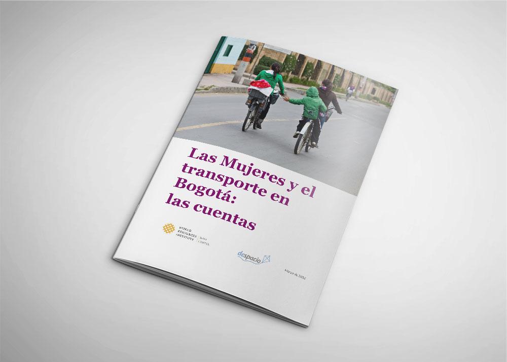 Portada del documento. Dis niños se toman la mano mientras viajan en bicicleta con sus cuidadoras